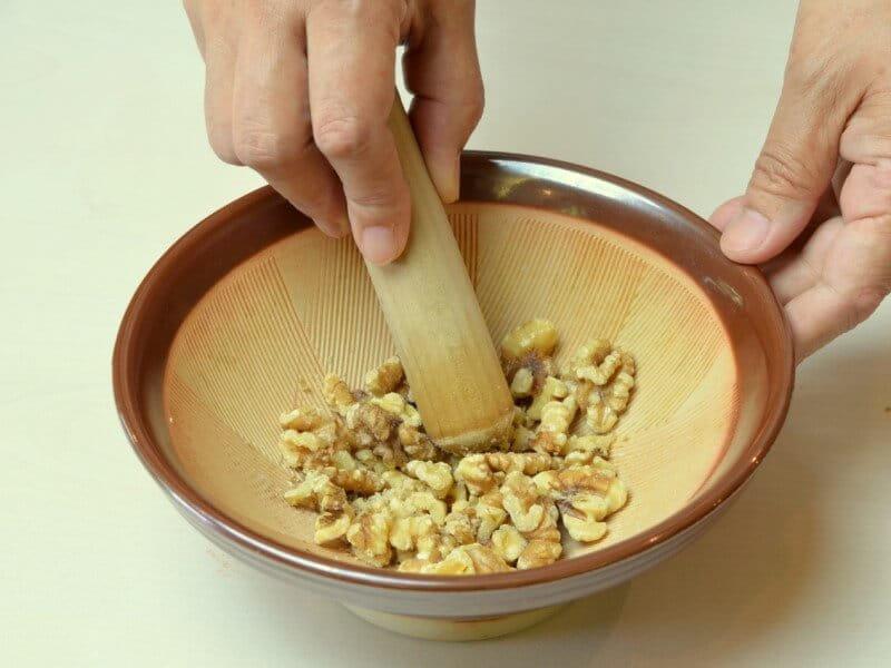 混ぜるだけの簡単レシピ【餃子のクルミ味噌だれ】