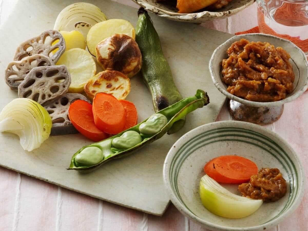 焼き野菜のナッツ入り豚味噌添え