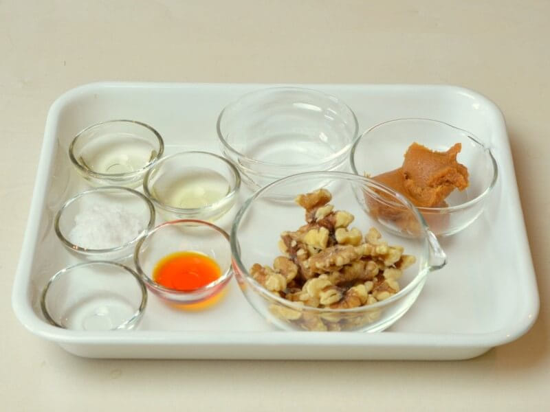 混ぜるだけの簡単レシピ【餃子のくるみ味噌だれ】