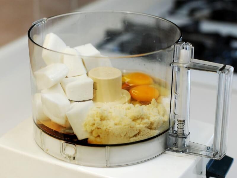 アーモンドを使った裏技で簡単でおいしい【ふわふわ卵焼き】