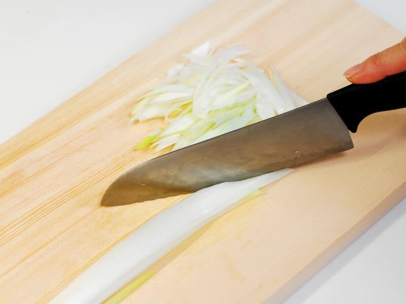 鶏むね肉とネギの蒸し焼き~くるみ醬油だれ添え~ ナッツ料理