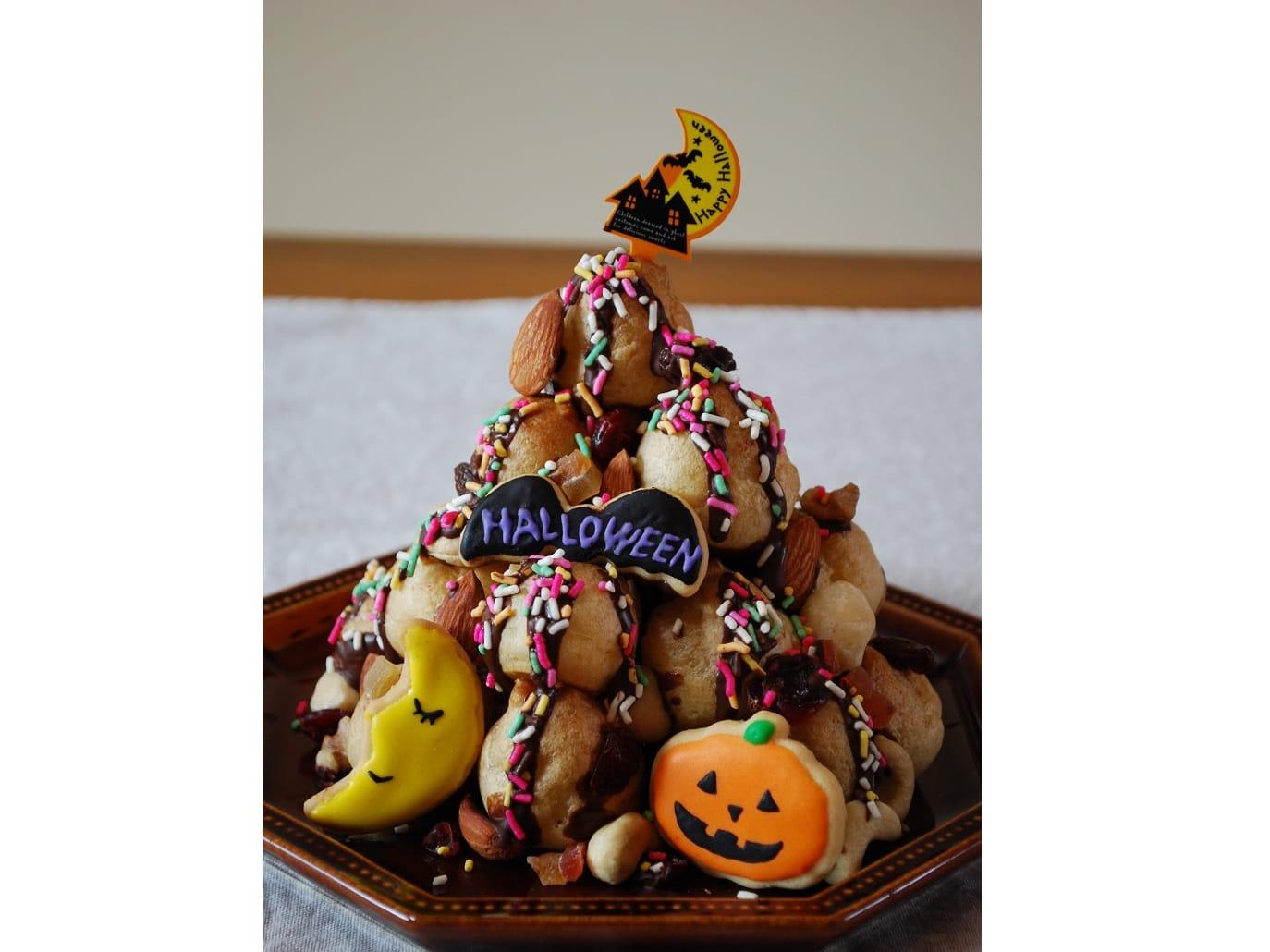 パーティーにぴったり!ナッツとフルーツのシュークリームタワー