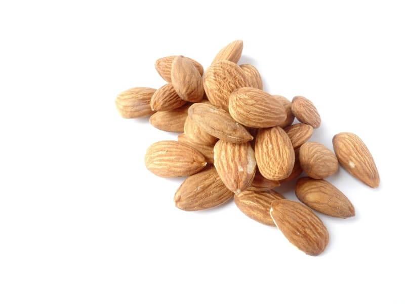 ナッツ 糖質 血糖値 上昇 抑える 食物繊維 おやつ 吸収 ダイエット 糖尿病 栄養 豊富